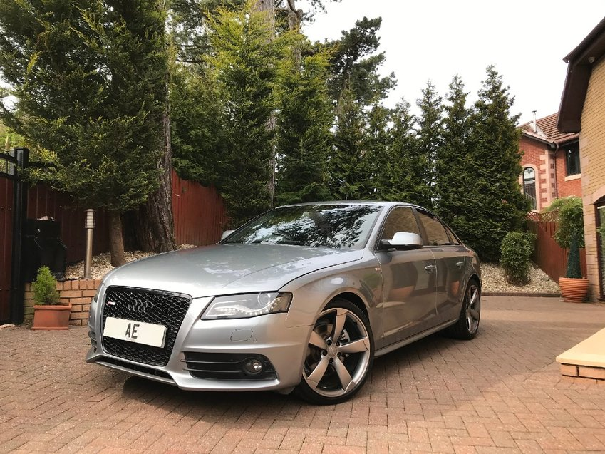 AUDI A4 TDi 143 Multitronic Auto S Line Black Edition