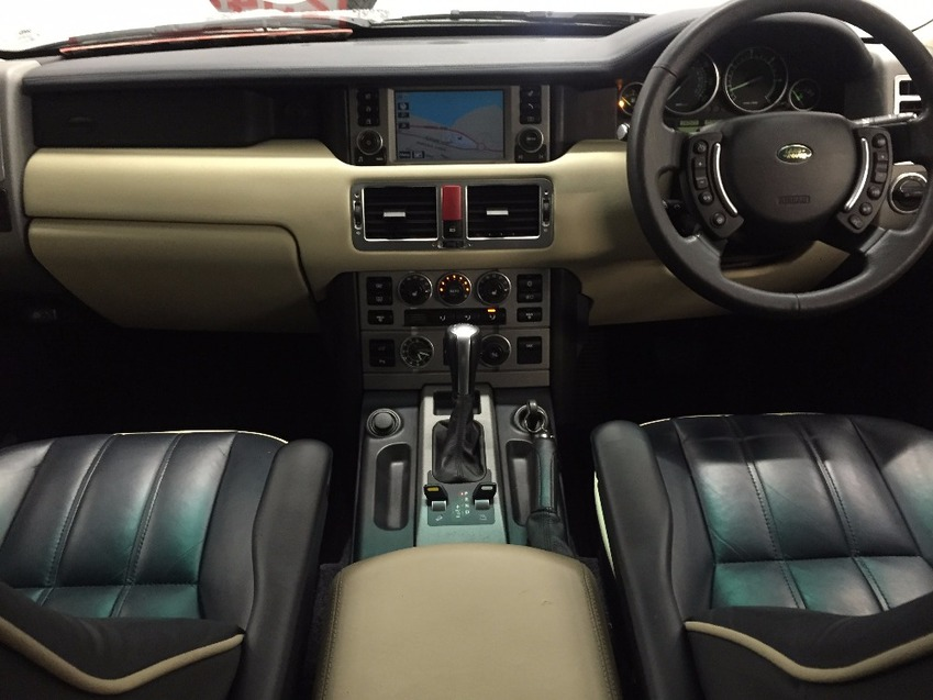 View LAND ROVER RANGE ROVER TD6 VOGUE